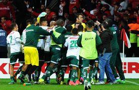 Imagem destacada da publicação Gol polêmico do Internacional contra a Luverdense garante vitória do time gaúcho
